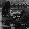 Kwiaciarka na pl.Litewskim r.1930 fot. Z.Chometowska