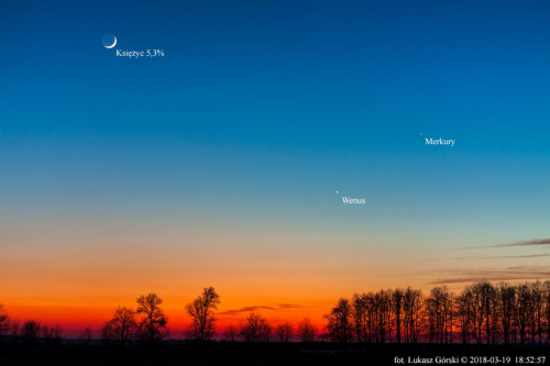 Koniunkcja Merkurego, Wenus, Księżyca na tle zorzy wieczornej. #Merkury #Wenus #Księżyc #zorza #Chojnice
