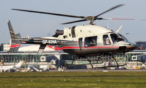 Lądowanie prywatnego helikoptera na Lotnisku Chopina