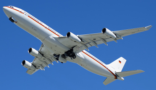 Airbus A340 z prezydentem Niemiec na pokładzie opuszcza Polskę