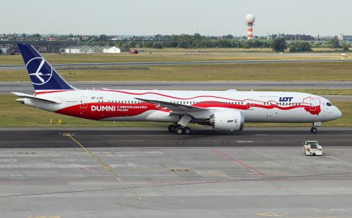 Najnowszy Dreamliner dla LOTu ze specjalnym patriotycznym malowaniem.