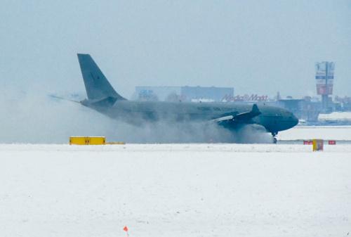Dynamiczne lądowanie Królewskich Sił Lotniczych Wielkiej Brytanii.