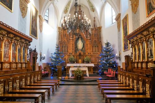 niedzielnie wnętrze kościoła p.w.Wniebowzięcia Najświętszej Maryi Panny w Lublinie