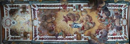 Kościół nazywa się Wniebowzięcia Marii Panny (może się trochę mylę), a opiekują się nim oo Franciszkanie w Wieluniu (dobrze, troskliwie) - nawa główna