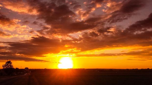 #szosa #rower #cycling #słońce #slonce #zachód #zachódsłońca #pole #lato #wiosna #niebo #chmury #kolarz #kolarstwo #natura #sun #sky #