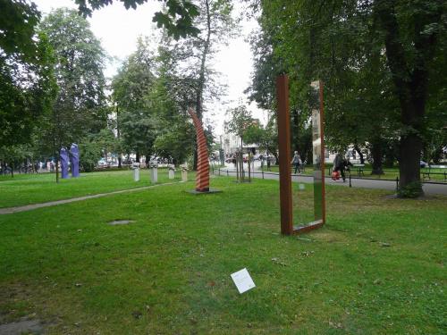 Otwarta przestrzeń artystyczna przed Bunkrem Sztuki