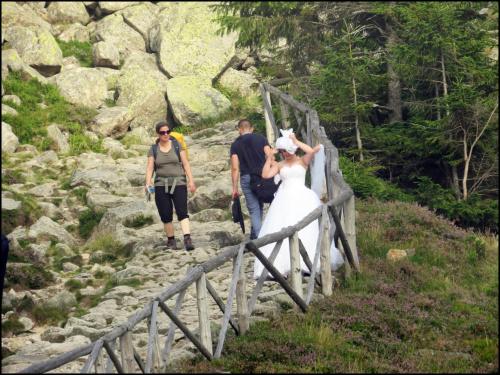 Kobiety na szlaku nad Samotnią.