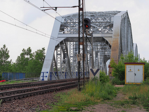Most kolejowy nad Wisłą w Dęblinie