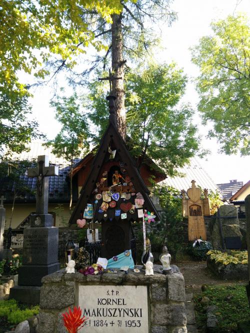 Cmentarz Zasłużonych na Pęksowym Brzyzku w Zakopanem , pierwszy zakopiański cmentarz przy ul. Kościeliskiej, na którym od lat 20-tych XX wieku chowano ludzi wybitnych i zasłużonych dla Zakopanego, Tatr i Podhala.