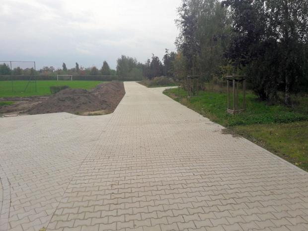 Droga ws okolicy boiska sportowego