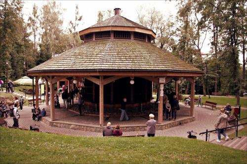 Tężnia solankowa w Parku Zdrojowym w Rabce (takie tam... zimno, pada, odgrzebuję wspomnienia)