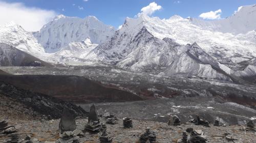 Po drodze na szczyt Chukhung Ri 5550m. W dole lodowiec z Lhotse.